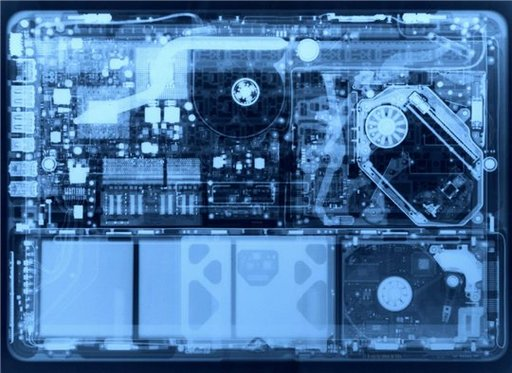 Un MacBook aluminium passé aux rayons X