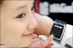 En 2009 la montre téléphone 3G de LG va faire fureur :)