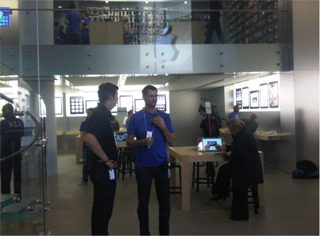 Sortie de l'iPad - Un Apple Store parisien un peu envahie