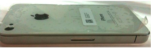 Un iPhone 4G blanc se promène