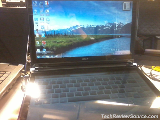Un pc portable Acer avec deux écrans tactiles
