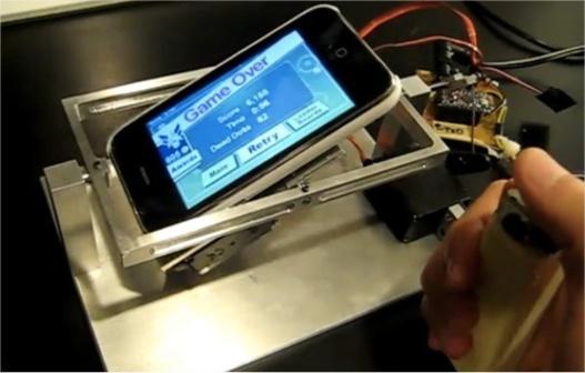 Jouer avec un iPhone ... sans les mains