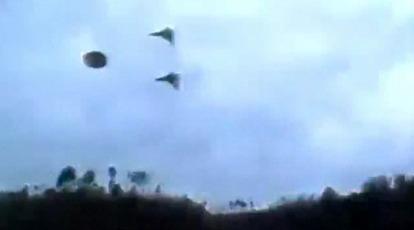 Un OVNI escorté par 2 avions de chasse (video)