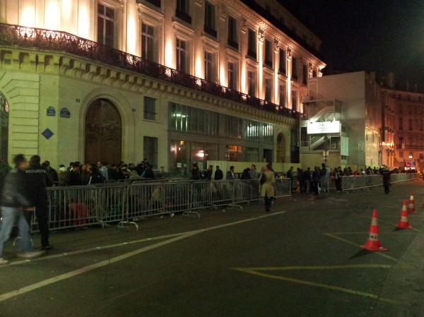 iPhone 4S - Les Fanboy attendent déjà devant l'Apple Store d'Opéra