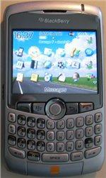 J'adore l'iPhone mais je dois avouer que je deviens accroc du Blackberry Curve
