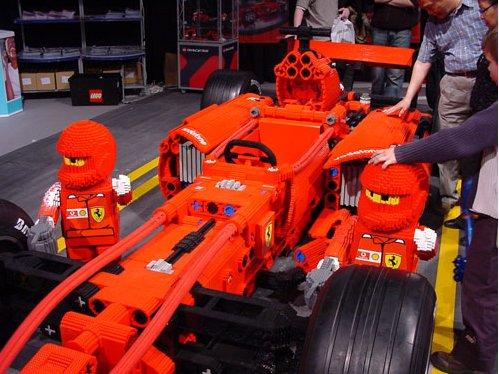 Une F1 Ferrari en Lego à l'echelle 1