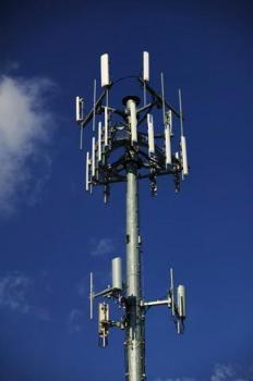 Free est autorisé à déployer ses antennes relais à Paris