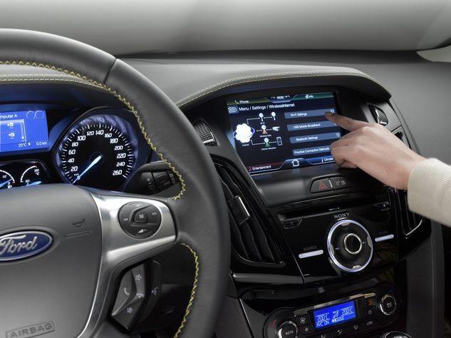 CeBIT 2011 - Ford et sa nouvelle technologie SYNC