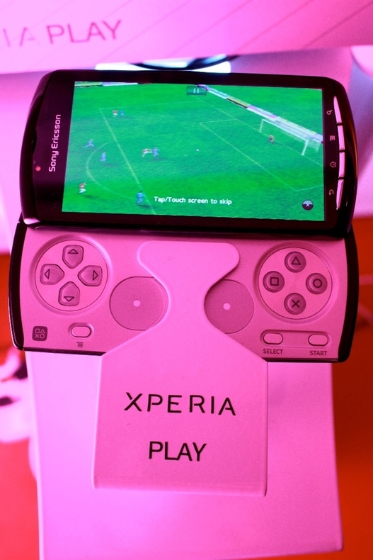 Xperia Play, Arc et Neo Pro - Tarifs et disponibilités