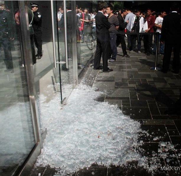 L'iPad fait 4 blessés et 1 porte brisée en Chine