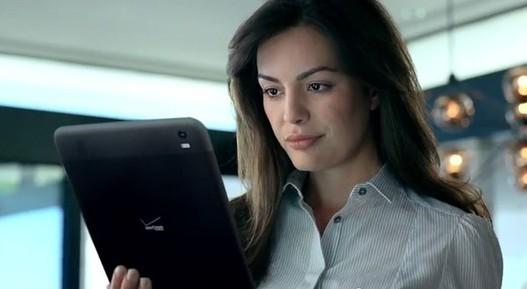 Une publicité Verizon avec une tablette Android mystérieuse