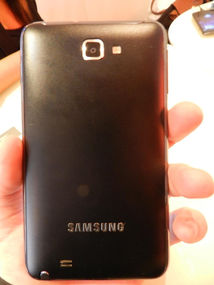 Un rapide aperçu en vidéo du Samsung Galaxy Note chez SFR