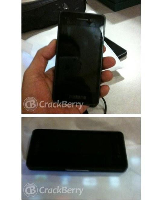 Le premier Blackberry 10 - une mini Playbook