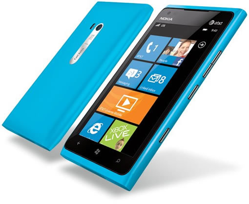 Nokia Lumia 900 le 1er juin et un Lumia 900 Batman