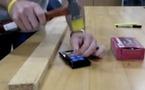 Lumia 900 - Il sert aussi à planter les clous... mais pas les choux